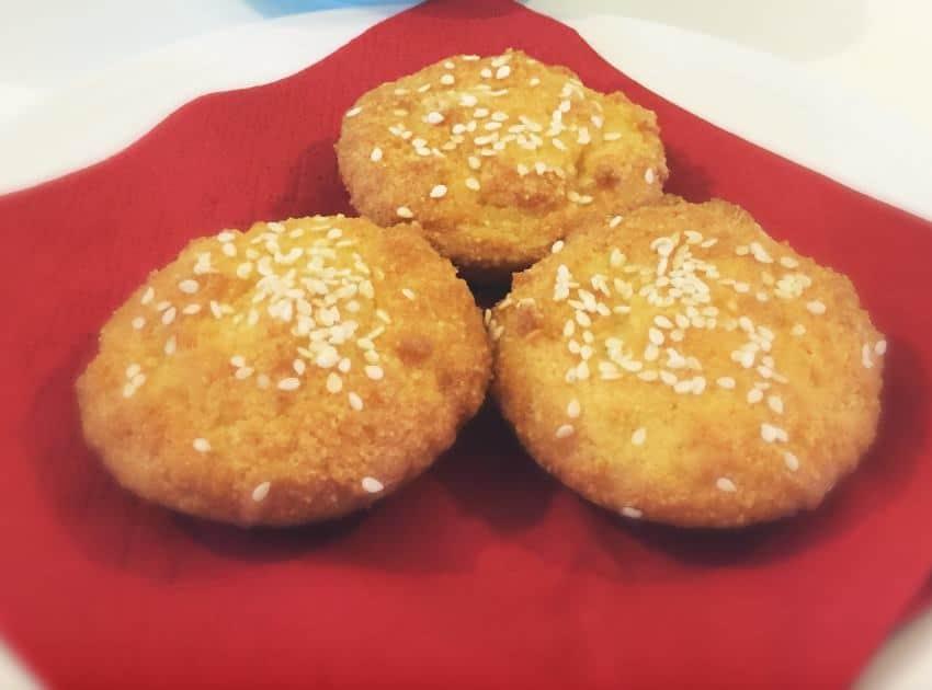 low-carb-sesame-seed-garlic-almond-buns