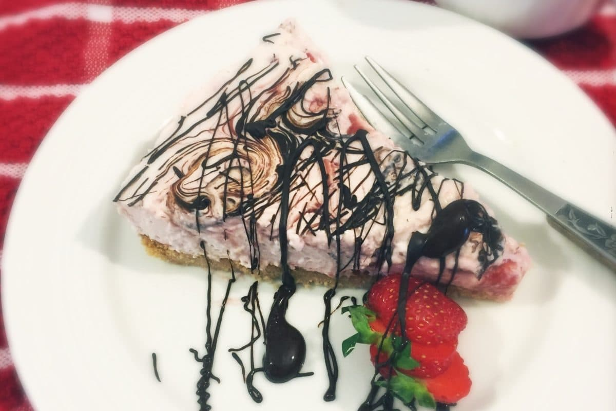 Low Carb Strawberry Chocolate Cheesecake